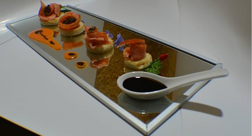 Salmon ahumado con trufa negra y vinagre de módena